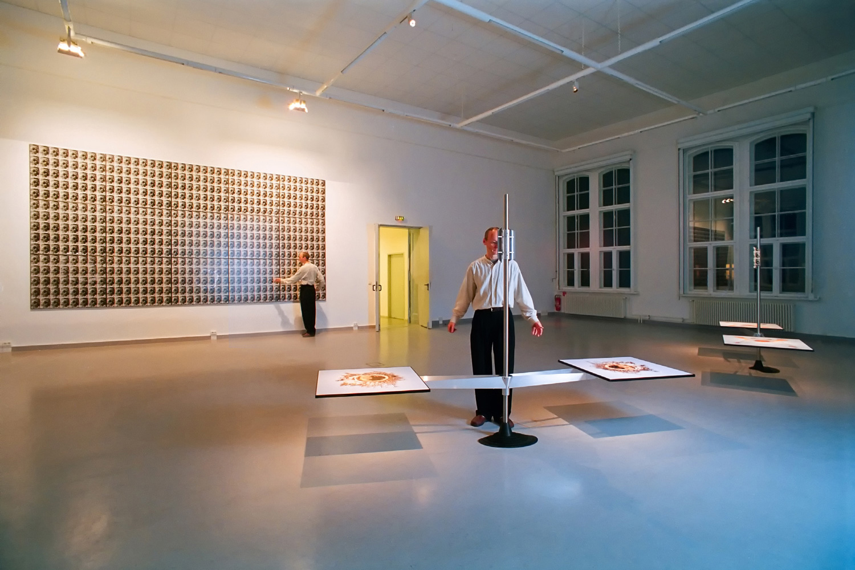 Binokulare Installationen im Kunst und Medienzentrum Adlershof (KMZA) Berlin 2000